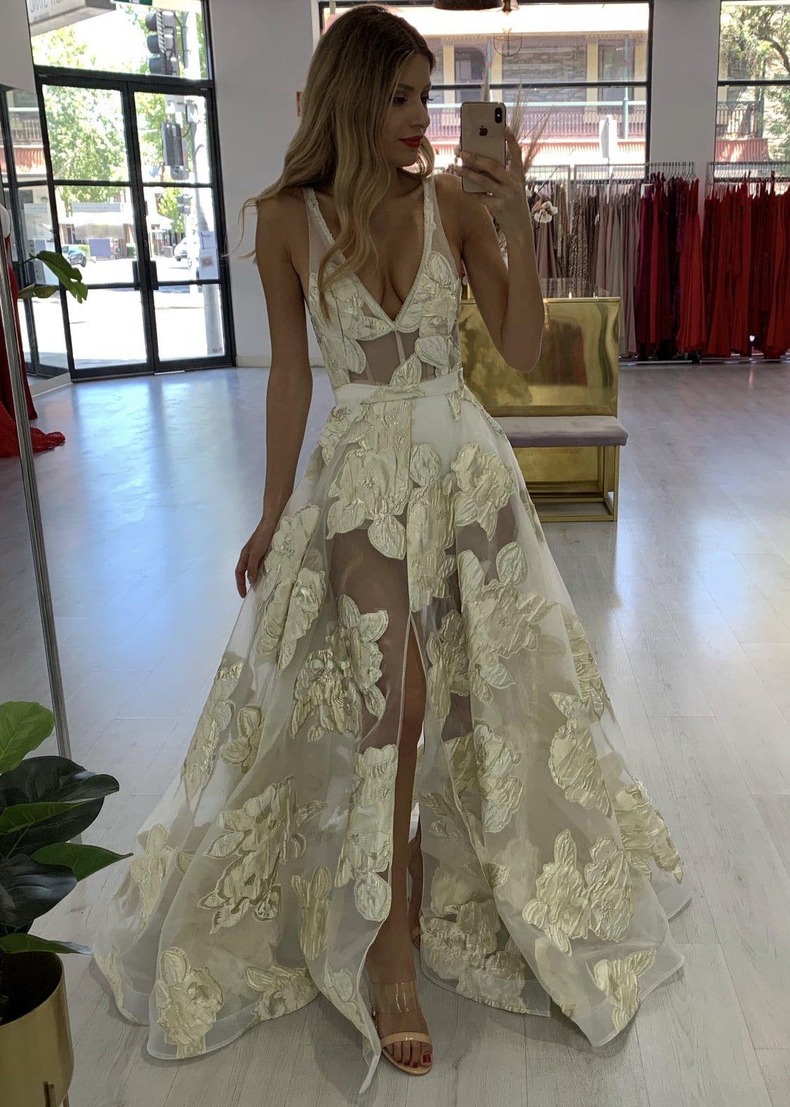 D'Lelle Eloise Gown Backless, Floor Length, V-Neck Gold